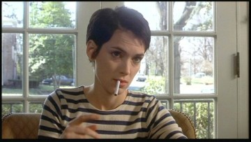 Aw, look at Winona! Trying to smoke and lose her Hollywood sweetheart image.